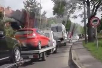 Ezzel a produkcióval csúcsra értek a pofátlan román autószállítók, mindez Szolnokon