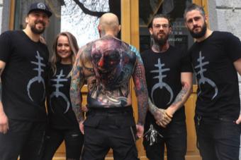 Önálló életre kelt a férfi tetoválása - videó