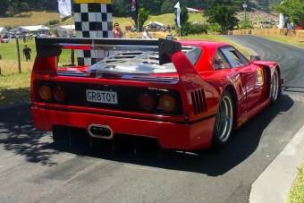 Igényes Ferrari-replika csak igényes alapokból készülhet