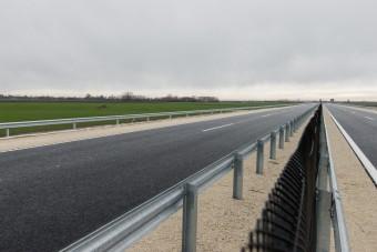 Különleges új gyorsforgalmi út épül itthon