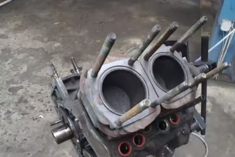 Egy Fiat 126p felújítása is megérdemli a gépészpornó-videót