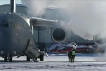 Így indul a -20 fokos hidegben az amerikai katonai gép