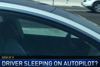 Autópályán aludt a Tesla vezetője