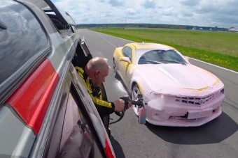 Menet közben mos kocsit az orosz mester