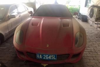 Rendőrségi telepen várja a jobb sorsot ez a Ferrari