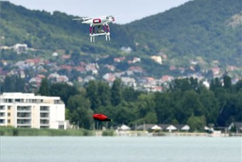 Különleges vízimentőket vetnek be a Balatonnál