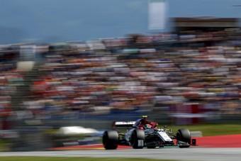 Hajvágással ünnepelte Giovinazzi első F1-es pontját - videó
