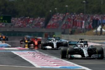 Hamilton: Nem a mi hibánk az unalmas F1!