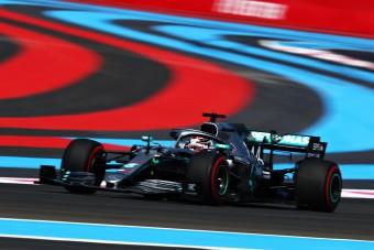 F1: Érinthetetlen a Mercedes, Hamiltoné a pole