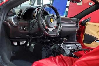 Ha szeretnél még kéziváltós modern Ferrarit, akkor itt a megoldás!