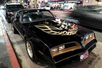 Közel 100 millióért kelt el Burt Reynolds autója