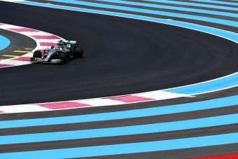 F1: Hamilton az élen, füstöltek a Renault-k