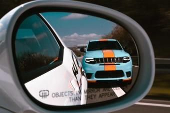 Ha ez a Jeep feltűnik a tükörben, ott nincs menekvés