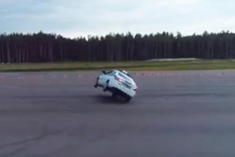 Az orosz rendőrség megpróbált trükközni egy Ladával, nem sikerült túl jól