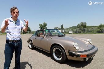 Ez a veterán Porsche még lépésben is rendkívüli élmény