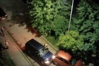 Filmbe illő verekedést mutatott be két dühös öltönyös autós 1