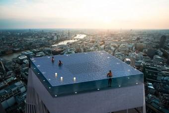Lenyűgöző medence épül egy londoni felhőkarcoló tetejére
