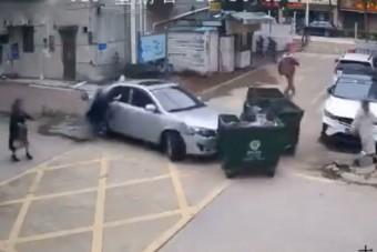 Megvan az év katasztrofális parkolása: apu majdnem elgázolja saját lányát