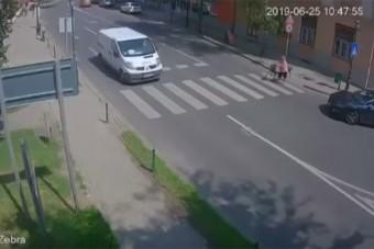 Ezért a zebrás akcióért is azonnal büntetett a magyar rendőrség