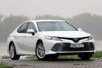 Hibrid, amit jó vezetni: Toyota Camry