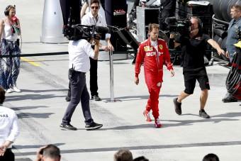 Videó: Hamilton fuvart ajánlott a dühöngő Vettelnek