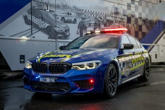 Kenguruk földjének leggyorsabb rendőrautója ez az M5