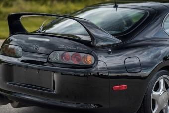 Hajmeresztő összeget ért a 20 éves Toyota