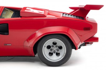 Mario Andretti hajtotta ezt a piros Lamborghinit