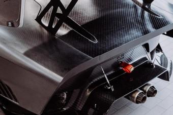 Így néz ki meztelenül a Porsche 700 lovas pályagépe