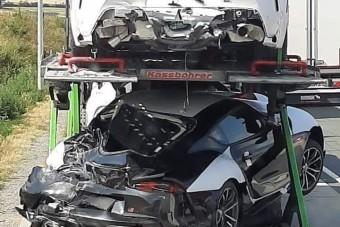 Magyar tréleren törtek össze a korai Toyota Suprák