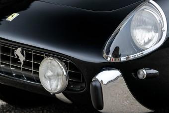 Ezzel a Ferrarival járt az olasz herceg, aki nagy kanállal ette az életet