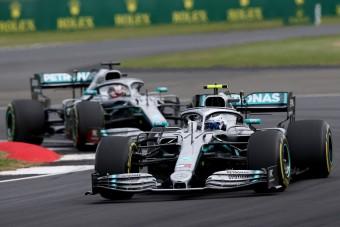 F1: Így szúrt ki a Mercedes Bottasszal