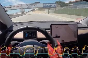 Amerikai pályanapon autóztak remek időt egy átalakított Teslával