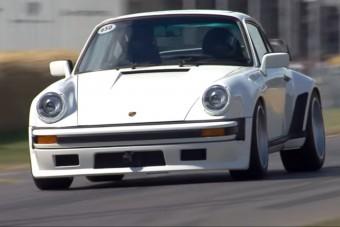Mozgásban az F1-motoros Porsche 911-es