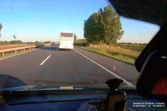 Száguldó szerb buszt videóztak az M5-ösön