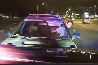 Rendőrautónak rohant részegen egy autós