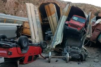 Vonatkatasztrófa miatt törtek a vadiúj autók