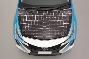 Menet közben is töltődik ez a napelemes Prius