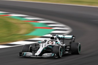 F1: Az év legizgalmasabb versenyét nyerte Hamilton