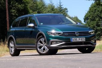 Magától gyorsít, lassít, kanyarodik a legújabb VW Passat