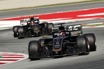 F1: A szponzor kitart a Haas mellett, eltávolítják a főnököt