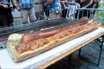 Guinness-rekordra tör ez a monstre hot dog