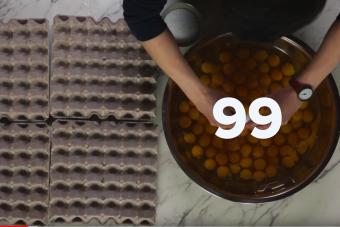 Ez a száz tojásból készült omlett még látványnak is durva
