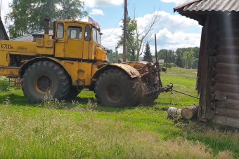 Öreg orosz nehézgépekre kötöttek egy házat, a többit látni kell