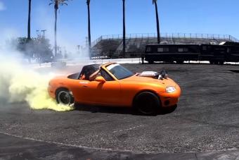Végre valaki belegyűrt egy Mazda MX-5-be egy Hellcat blokkot