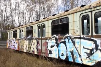 Ezek az elhagyott magyar metrókocsik a nagy filmszerepre várnak