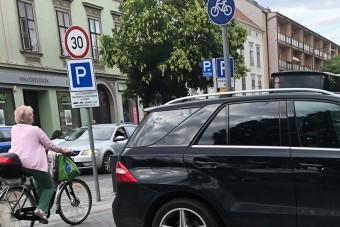 Bámulatos parkolás Budapesten, megérdemli a vastapsot