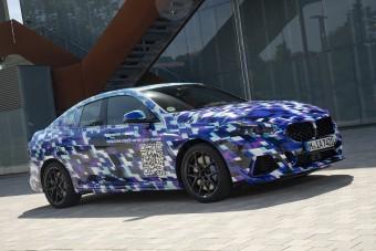 Elsőkerekes kompakttal hódít majd vevőket a BMW