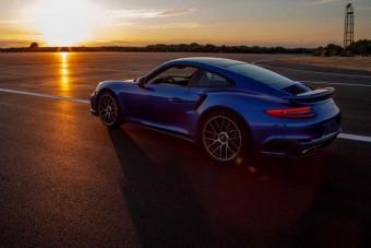 A Porsche újította fel a legendás olasz pályát