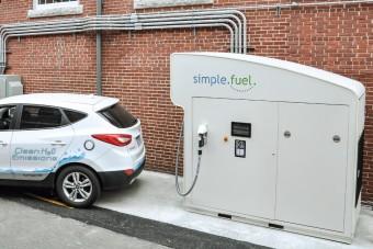 Íme a gép, ami áramból és vízből autóba tankolható hidrogént csinál
